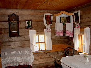 Photo: Orosz faház. Hagyományos ház Taltsy skanzenjében.