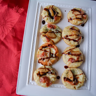 Caramelized Pear, Gorgonzola and Prosciutto Flat Bread Bites