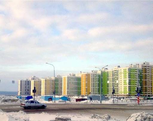 После заседания мы посетили один из новых микрорайонов, построенных в этом городе, который получил название Академический.