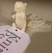 """Photo: Bland workshops och stickning arbetades det också med """"Knitting Peace""""-grejer."""