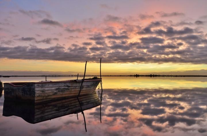 Boat at dawn di jappone
