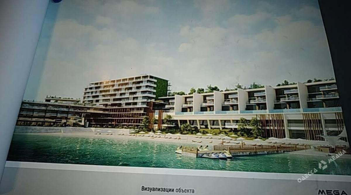 На одесском пляже снова снесли строительный забор будущего отеля. ВИДЕО