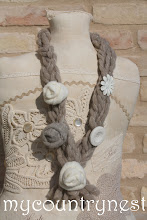 Photo: collana di lana beige con rose