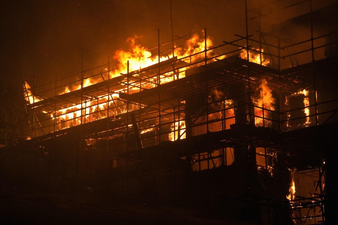 Nhà khung gỗ luôn tiềm ẩn nguy cơ sụp đổ khi hỏa hoạn