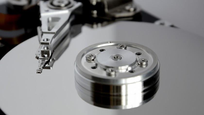 Los archivos se encontraron en el disco duro del ordenador del difunto.