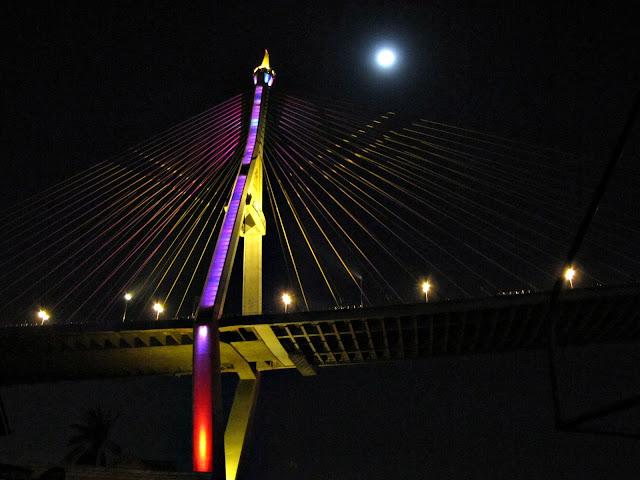 BKK Trip 4 พาแม่เที่ยววัดแขก และ สะพานพุทธรอบดึกๆ