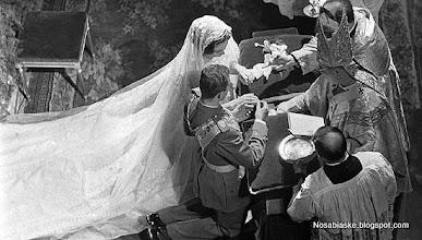 Photo: MADRID.Fotografía de archivo tomada el 14 de mayo de 1962 del enlace por el rito católico de los Reyes don Juan Carlos y doña Sofía celebrada en la iglesia de San Dionisio en Atenas. Los Reyes cumplen mañana el 40 aniversario de su boda, un enlace que fue tan vistoso en su celebración como difícil en su preparación.EFE/JAIME PATO/Archivo/gb