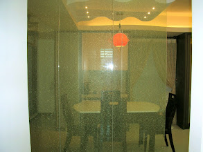 Photo: 透銘夾篩玻璃隔開餐廳