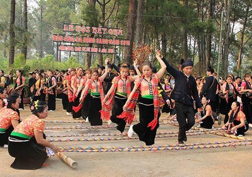 Khai mạc lễ hội Hết Chá 2015 tại rừng thông Bản Áng