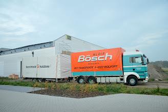Photo: © ervanofoto 24-10-2012 De eerste vrachtwagen met wandelementen is gearriveerd.