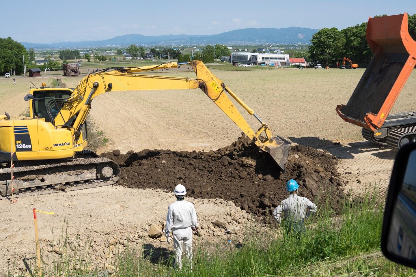 盛り土で道路作り(撮影:2017年6月6日)