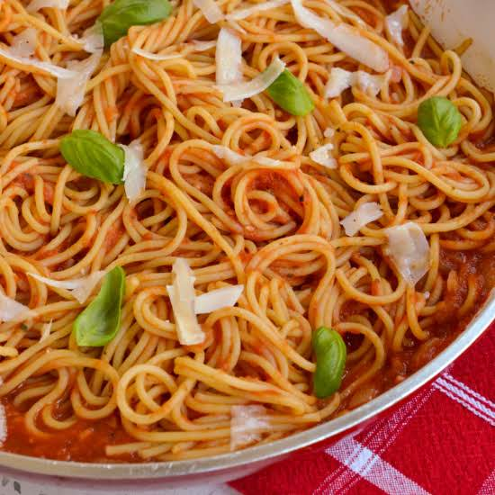 This Delectable Italian Pasta Pomodoro Is Made Easy And Quick With Peeled Sun Ripened Canned Tomatoes Simmered With Onions, Garlic And Crushed Red Pepper Until Fragrant And Thickened.
