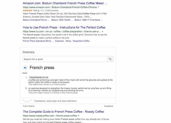 Ví dụ SERP này cho từ khóa báo chí tiếng Pháp tiếp tục với định nghĩa và cuối cùng là liên kết hữu cơ màu xanh lam đầu tiên