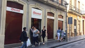 Fachada de la clínica iDental en Almería