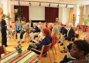 Photo: Ank van der Meer van de Osira-groep geeft uitleg over de ingrijpende plannen voor Bernardus