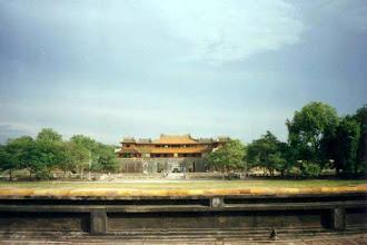 Photo: Ngọ Môn nhìn từ cột cờ Phu Văn Lâu