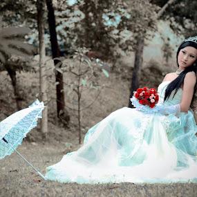 Runaway Bride by 金龍 羅 - Wedding Bride