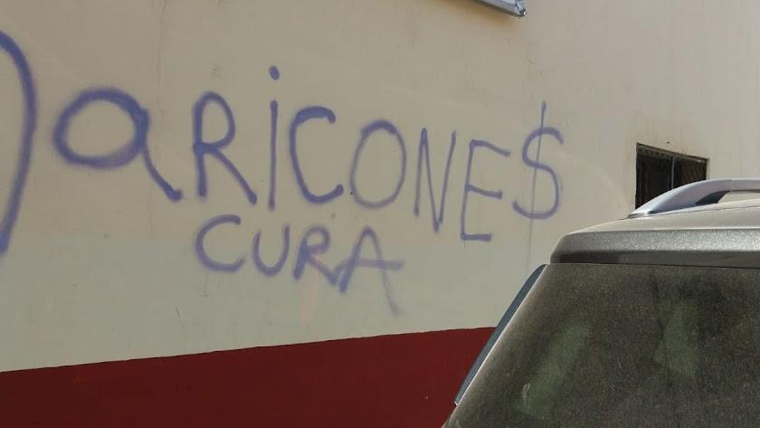 Pintada en la Iglesia de San Isidro Labrador. Foto de @EstrellaAlmeria en Twitter.