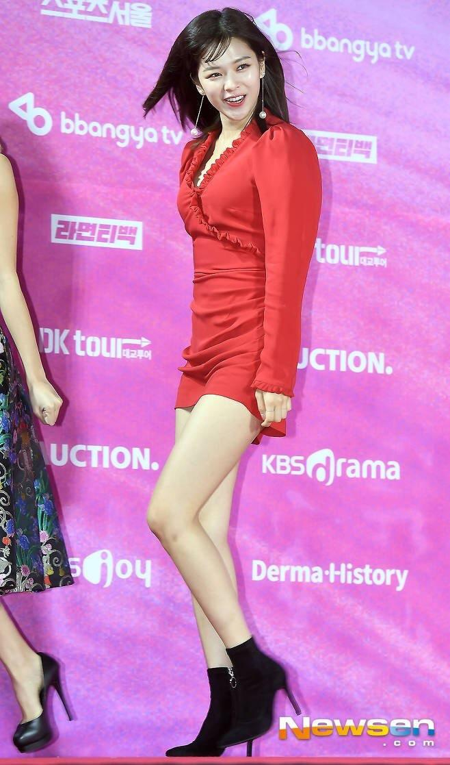 jeongyeon legs 1