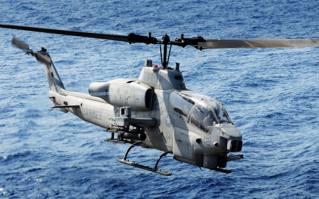 AH-1W Super Cobra, Attack Helicopter Wallpaper 1