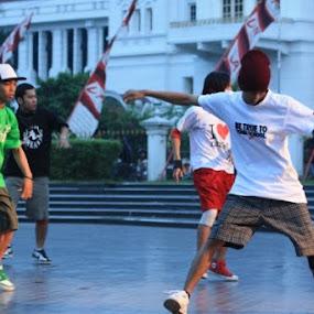 break dance at malioboro by Yoga Sanjaya - Sports & Fitness Other Sports