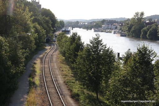 https://lh3.googleusercontent.com/_uzLsIJX7LLU/TdVY_AS9nXI/AAAAAAAAJvo/K9apOMfrRWU/Regensburg-Spaziergang-Vorabend-Ironman-IMG_6019.JPG