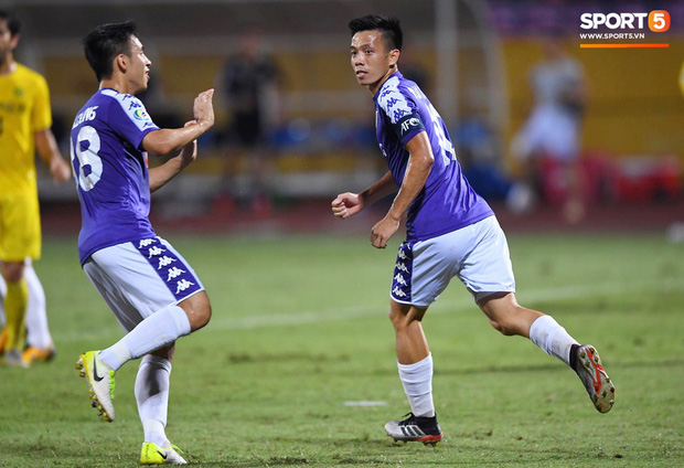 Báo hàng đầu châu Á chọn ra 5 cầu thủ Việt Nam hay nhất năm 2019: Văn Hậu xuất sắc thế cũng không có tên, nhưng vị trí số 1 thì không bất ngờ - Ảnh 7.