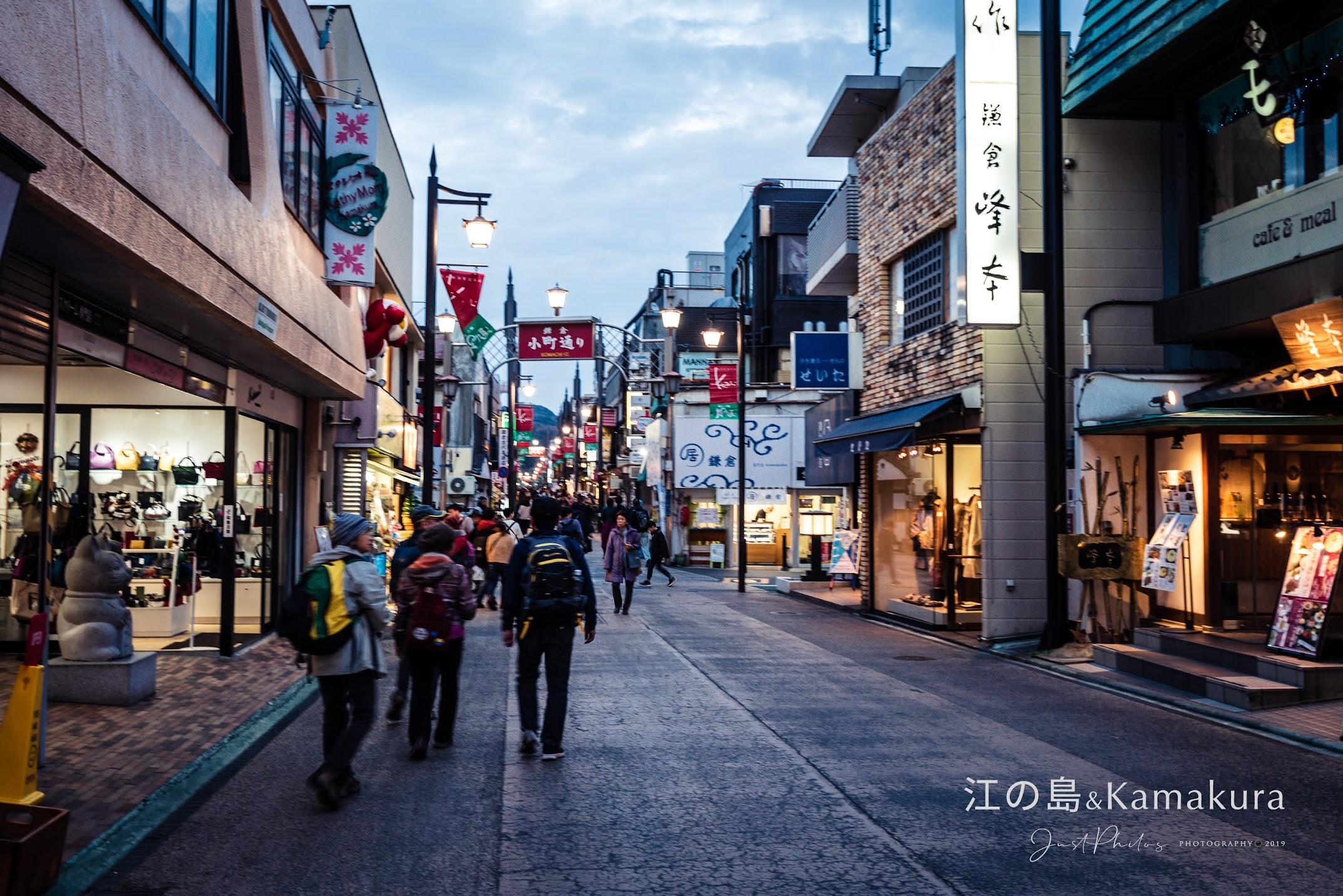 小町通聚集了鎌倉的特色伴手禮與美食。