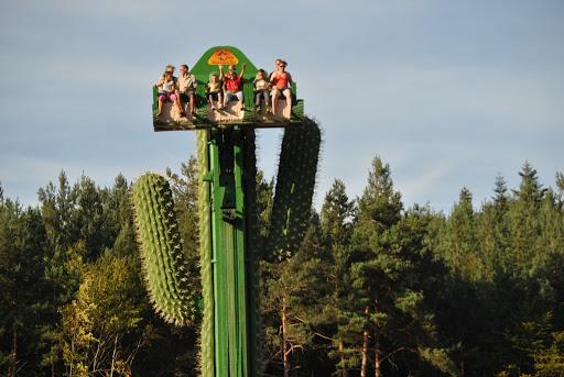 manège pour petits et grands : Fraispertuis est un parc d'attractions familial