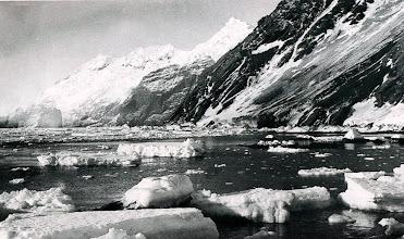 Photo: La isla Elefante : se cree que el nombre de cabo Valentine se debe a que el cazador de focas y explorador que puso en el mapa las islas Shetland del Sur, a principios del siglo XIX, pasó por allí el día de San Valentín.