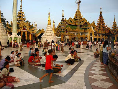 Shwedagon-terrace