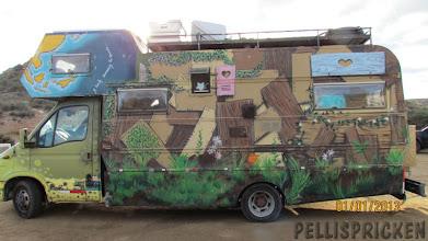 Photo: Vi stöter på en husbil...  Den sista Hippies? Flower Power???  Överlevare från 1960 - 70 talet ??????
