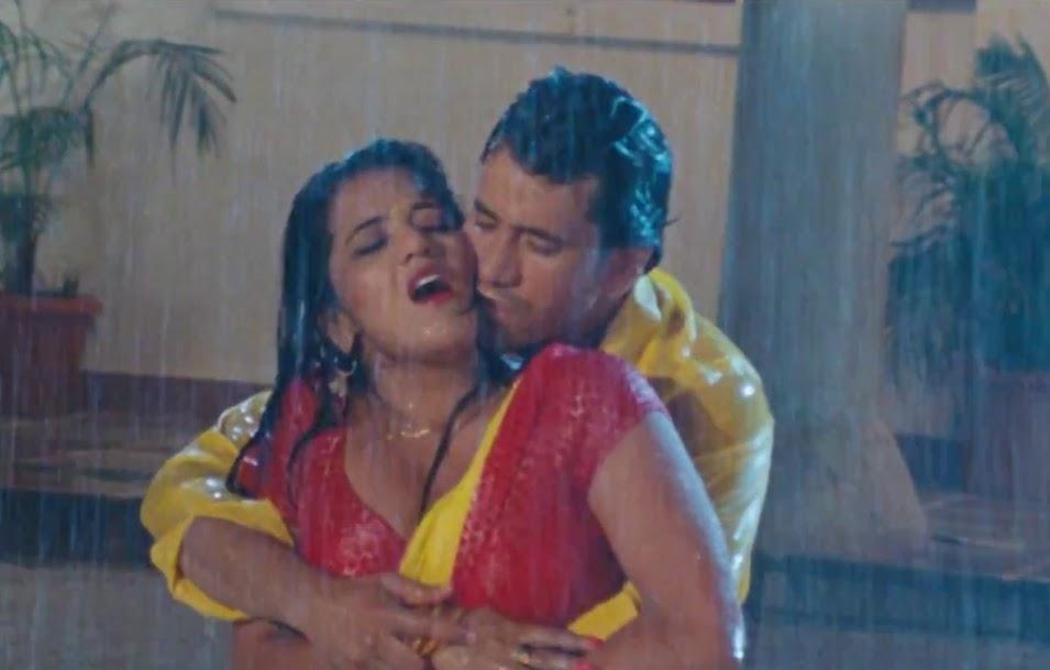 Bhojpuri Actress Monalisa hot rain song with nirahua