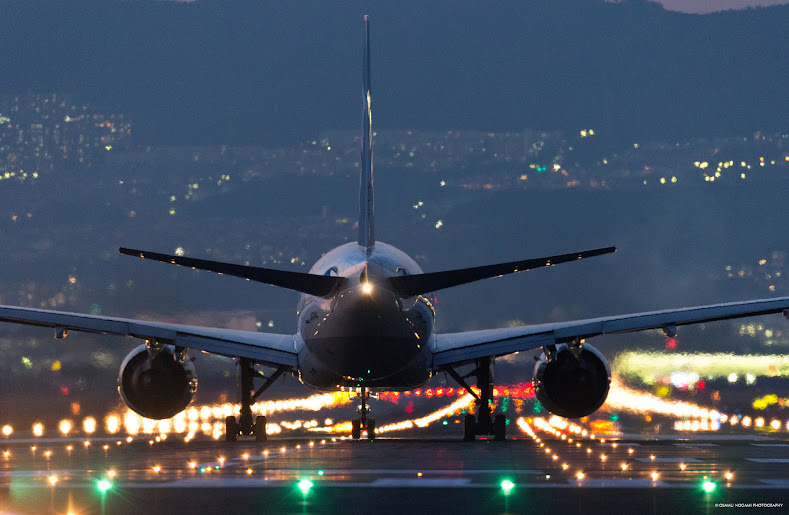 夜景 伊丹 空港 大阪伊丹空港 千里川土手~美しい滑走路の夜景と飛行機直下のド迫力!