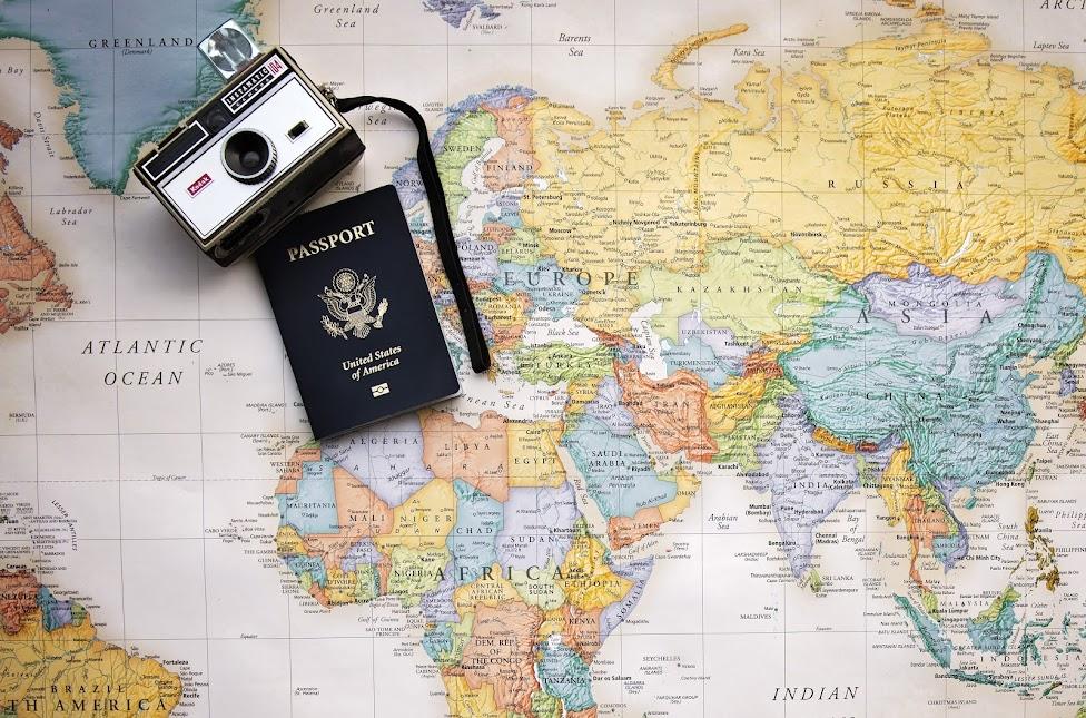 mapa, paszport, jak samodzielnie zorganizować podróż