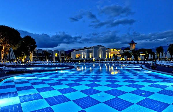 THE ROXY Luxury Spa and Beach Resort