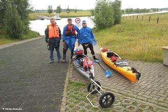 Photo: Start bei bescheidenem Wetter an der Fähre Düffelwardt Karin, Niklas und ich