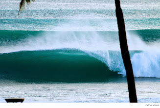 Photo: Photo of the Day: South Shore, Oahu. Photo: Noyle #Surfer #SurferPhotos