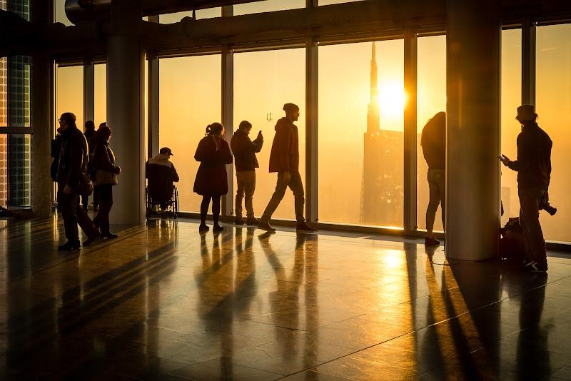 La luce del tramonto irrompe sicura di Sergio Locatelli