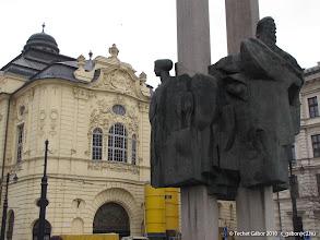 Photo: Mária Terézia szobrának helye (háttérben a Vigadó)