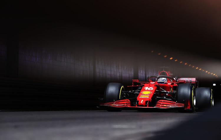 2021年5月20日,在摩纳哥蒙特卡洛摩纳哥赛道举行的摩纳哥F1大奖赛前,查尔斯·勒克莱尔正在练习。
