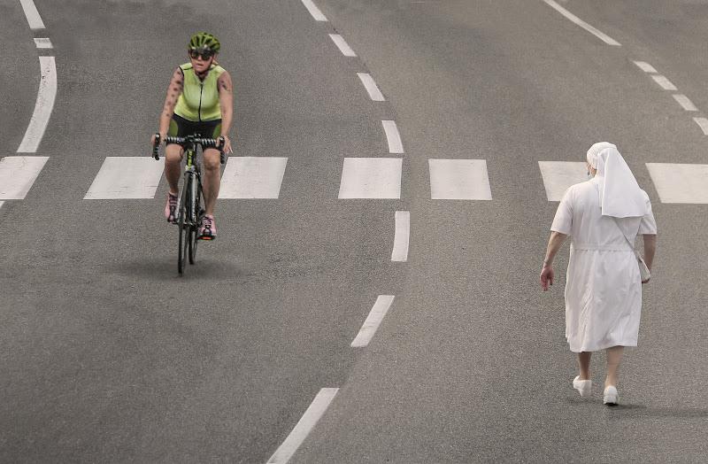 C'è chi ama camminare e c'è chi ama pedalare di Pensatore