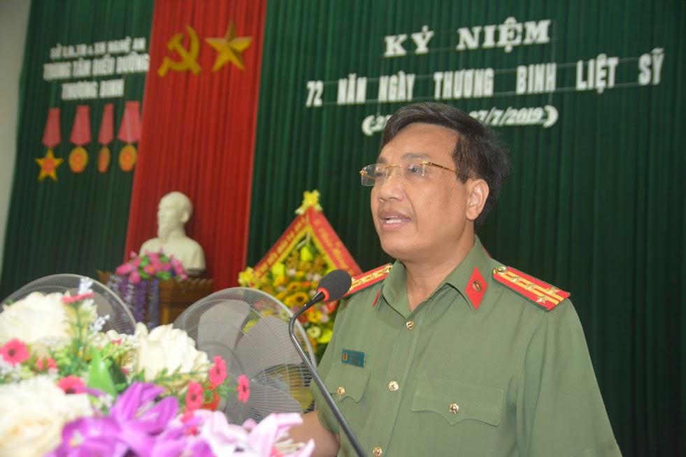 Đồng chí Đại tá Hồ Văn Tứ, Phó Giám đốc Công an tỉnh phát biểu tại buổi trao quà