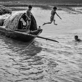 JUMPING by Sourav Makal - People Street & Candids ( #bengal #happiness #jumping #protecttheselands #life #river #boat #children #travel,  )