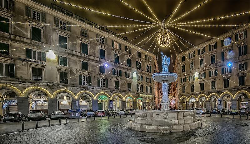 La fontana di P.zza Colombo - Genova - Paludata a festa... di Gianva