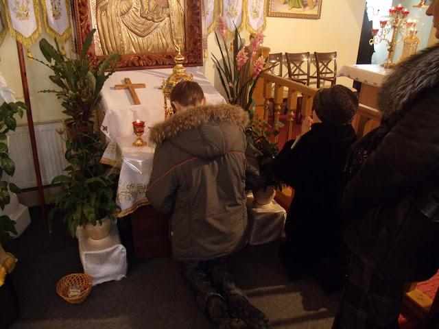 Мощи святого Пантелеймона (Одесса) и верующие христиане