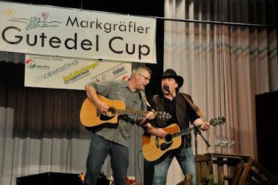 Karl David (l.) und Martin Lutz sorgten mit alemannischen Liedern für die passende musikalische Umrahmung.