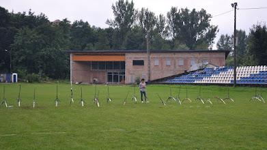 Photo: Kaśka w roli ochroniarza łuków. Mistrzostwa Małopolski Dzieci i Młodzików 2011 (Dobczyce, 16.08.2011)