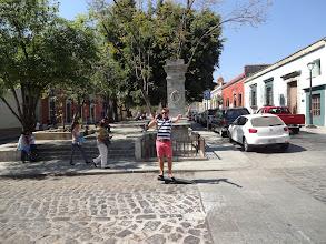 Photo: Ossi v Mexiku trochu přibral a takle dopadl železnej kůl do kterýho se trochu opřel.