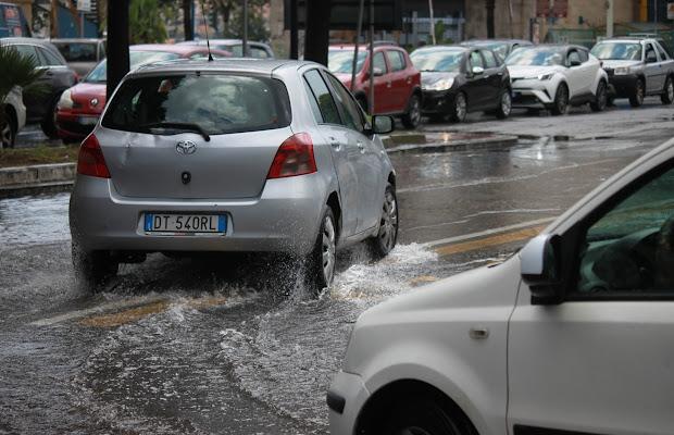 Forte pioggia di Antonio De Felice
